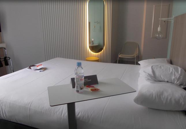 Die Tischen Sibì im IBIS Hotel in Nizza