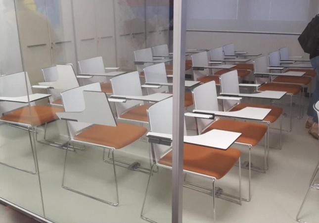 Ausbildungsraum mit Multi Stühlen mit Schreibplatte